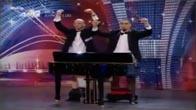 """Đánh đàn piano bằng... """"của quý"""""""