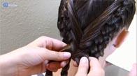 Cách thắt bím tóc từ trên đỉnh đầu xinh như búp bê