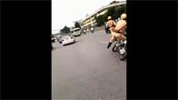 Cảnh sát Hà Nội đuổi bắt ôtô điên như phim hành động