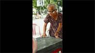 Cụ bà bán nước 87 tuổi Sài thành nói thạo 4 thứ tiếng
