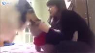 Chú chó đáng yêu ghen tị với con gấu bông