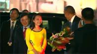 Cô gái Việt đầu tiên bắt tay Tổng thống Obama ở Nội Bài