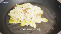 Cách nấu mì trứng chiên ngon, đơn giản cho bữa sáng