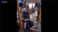 Chàng trai bị gái xinh tụt quần ngay trên xe buýt và cái kết
