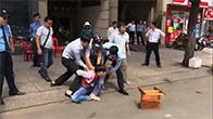 Bắt tên cướp giật dây chuyền ở đường Bà Huyện Thanh Quan