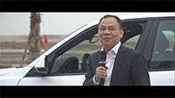 Chủ tịch Phạm Nhật Vượng lái thử chiếc xe VinFast đầu tiên và chia sẻ đầy tâm huyết