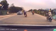 Cái kết viên mãn cho hai thanh niên đi xe lạng lách đánh võng